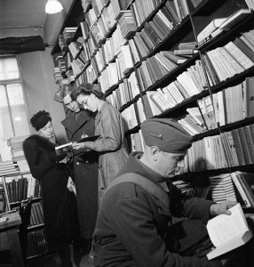 Books_in_Wartime,_1942_D11292